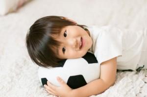 サッカーボールと子供